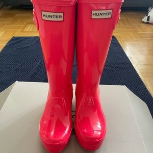 I'm selling this beautiful PINK rainy boots!